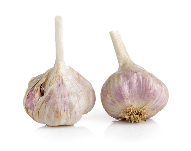 Garlic Bulb White Background Studio Shot Still Life Food Food And Drink Garlic Vegetable Freshness Spice Indoors  Ingredient Close-up No People Healthy Eating Raw Food Wellbeing Cut Out Onion Group Of Objects Purple Vegetarian Food