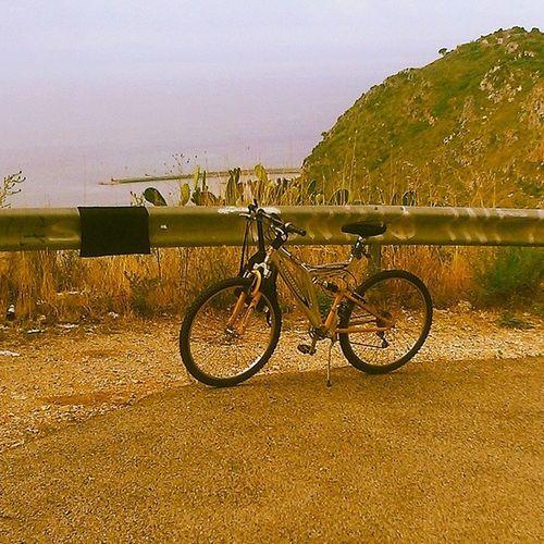 È vecchiotta ma sale ancora MTB Cycling Crosscountry Cx Terracina nature paesaggio Landscape view