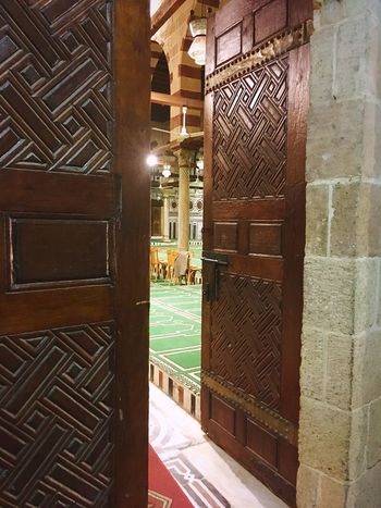 Architecture Built Structure Luxury Wood - Material No People Indoors  Day Islamic Architecture Islamic Art Mosque Spritualism Doors Salah Wooden Texture Wooden Door Old Ancient The Secret Spaces Neighborhood Map The Architect - 2017 EyeEm Awards