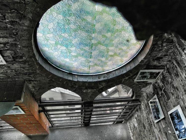 Architecture Windows Witraż Okna Stained Glass Window Brick Wall ściana Cegła Looking Down Pictures Obrazki Na ścianie Hanging Out Taking Photos The Architect - 2016 EyeEm Awards