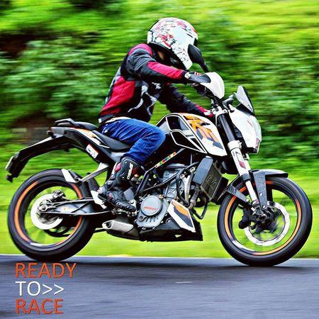 READY? 😎 Ktm DUKE  Readytorace Ride Malshej Biker Bikersofinstagram Speed Cornering Sparx Dsg Bikeride Bikelife Imtheindianbiker RainRide Ridinglikeaboss Iffi46