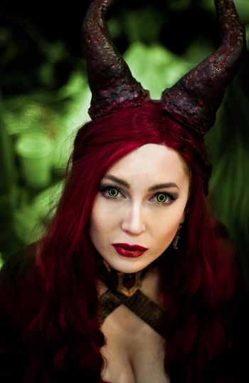 starkon haloween 2016 cosplay Portrait Red Only Women Looking At Camera Evil Make-up Fantasy Haloween Beautiful People Make-up Red Cosplayer Cosplay Maleficent Melisandre Gameofthrones Arts Culture And Entertainment Halloween Close-up Adult Beautiful People Women Dressing Up Redhead Red Lips