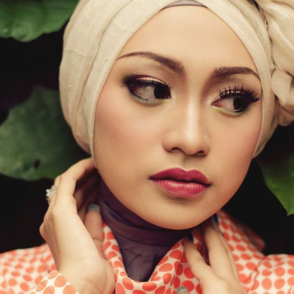 Vintageous on Hijab Model: @rifkamartha Kamera: nikon D5100 Lensa: Nikon 50 mm f1.8 Postpro: PS CS6 Fotograferamatir Nikontop NikonD5100 Potoaingkumahaaing citroengras hijabglam