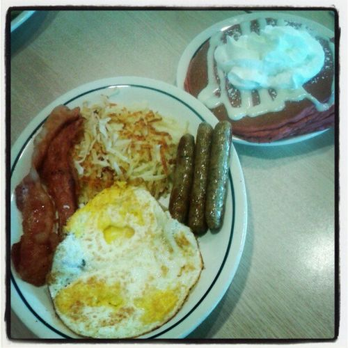 Sausages Realbacon Potatoes Friedeggs redvelvetpancakes @daisyditzydo IHOP