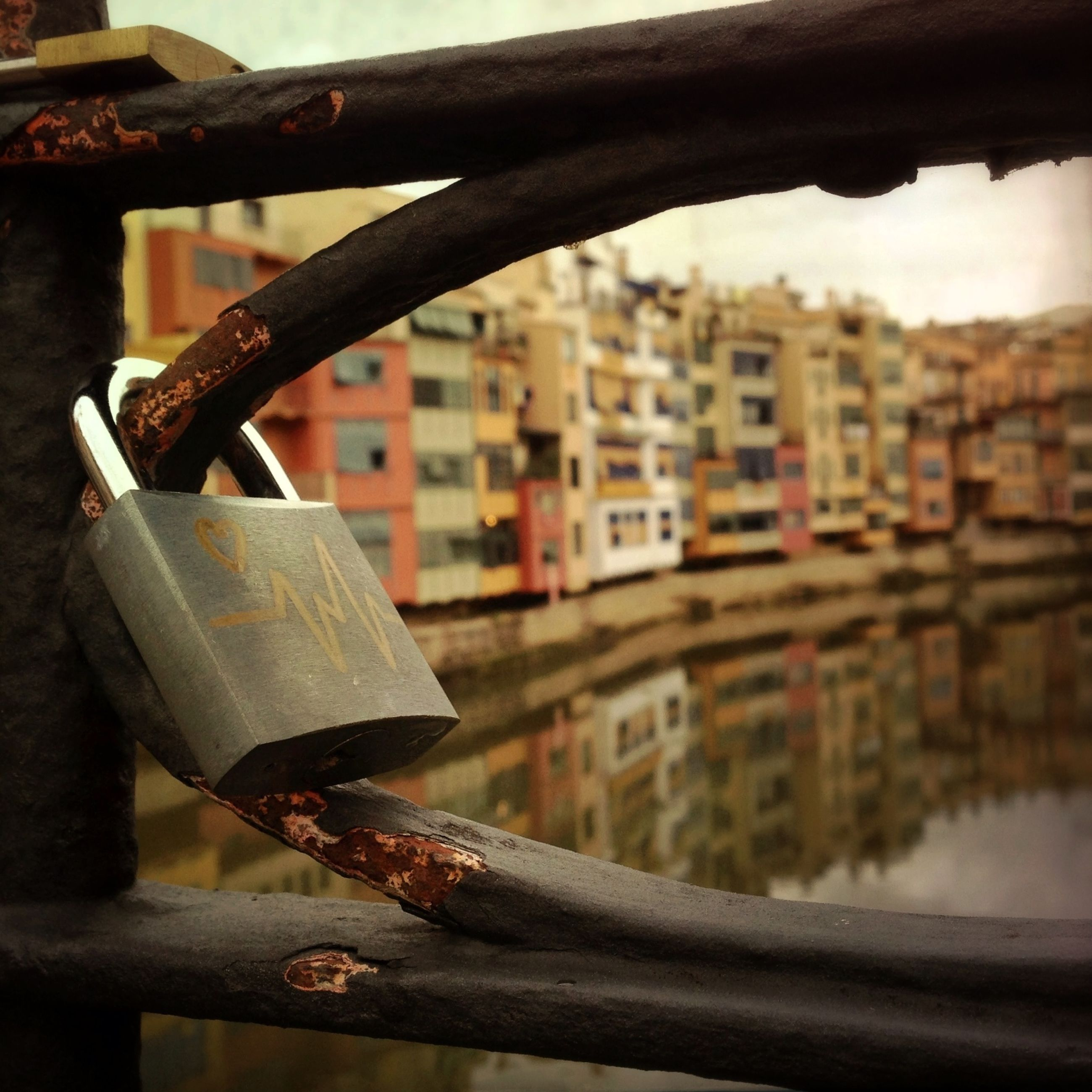 metal, focus on foreground, close-up, metallic, rusty, padlock, chain, built structure, building exterior, protection, safety, day, architecture, sky, outdoors, security, no people, hanging, old, fence