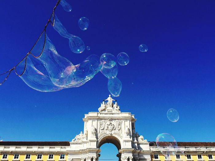 Bubbles Lisbon Portugal Praça Do Comércio Baixa Blue Sky Fun Have A Nice Day♥ Moments Enjoying The View Enjoying Life Bestoftheday Sunday