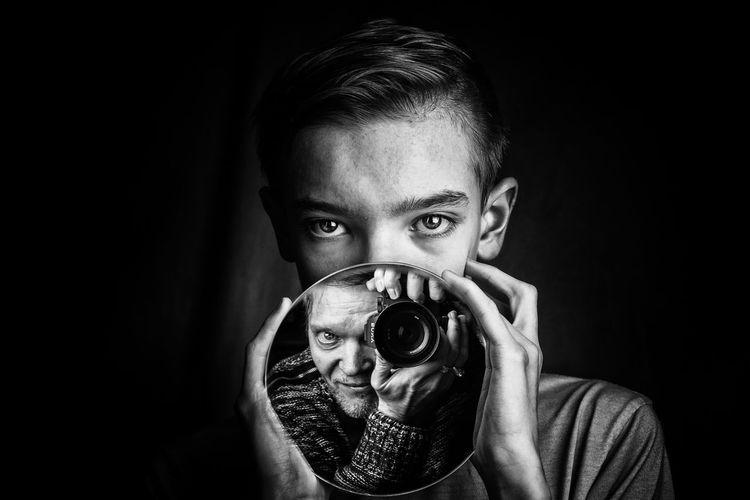 Le portraitiste et son modèle. Boy Selfie Portrait Selfportrait Around The World Father & Son Portraitist Mirror Photographer Black Background Portrait Child Looking At Camera Headshot Human Face Front View Holding Beautiful People