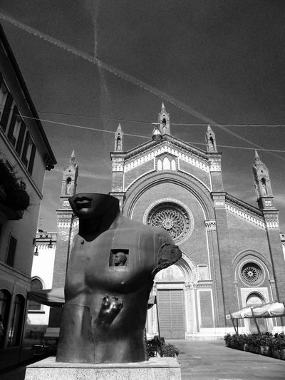 Statue Church Architecture Facade Old Buildings Modern Art Urbanexploration Blackandwhite Photography Black & White B&w Street Photography Black And White Streetphoto_bw Streetphoto Showcase: December Urban Exploration Urbanphotography Street Photography Architecture_bw Light And Shadow Streetphotography Public Places Churches Monuments Milano Milan