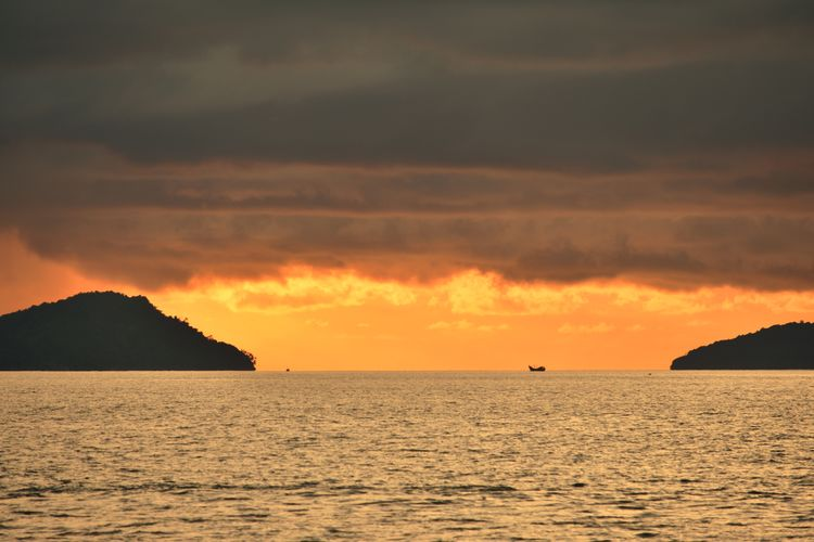 dark sky and ocean storm Aceh Culture Aceh INDONESIA Fisherman Fish Fishing Photography Sea Sunset Water Silhouette Sand Sky Landscape Horizon Over Water Cloud - Sky Low Tide Seascape Coconut Palm Tree Romantic Sky Dramatic Sky Tide Island Coast Flamingo