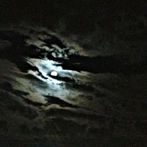 Oh my giddy aunt that's one helluva moon tonight!! Hoooowwwlll!!!!