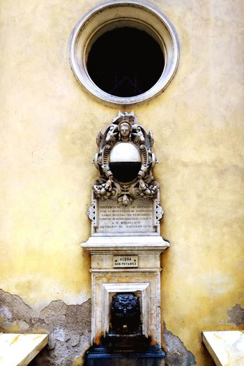 EyeEm Selects Ancient water fountain. Architecture No People Day Built Structure Outdoors Sculpture Statue Building Exterior Close-up Water Water Fountain Italy Vintage Public Water Fountain Italy🇮🇹 Italia Ancient Architecture Vintage Architecture Stone Marylandisforcrabs🦀