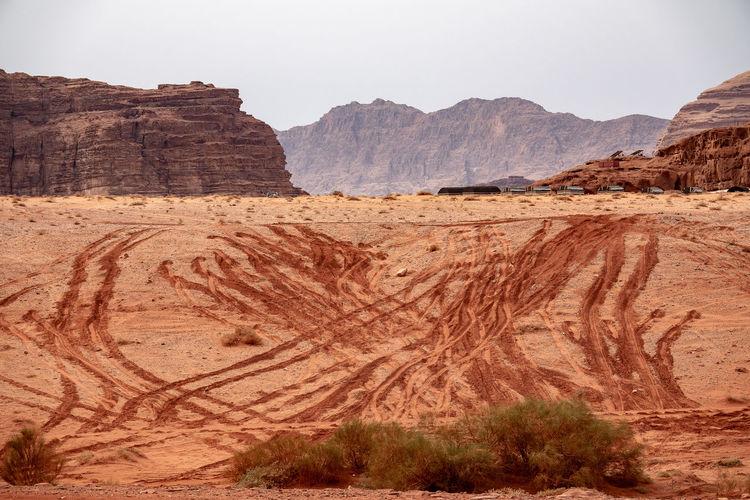 Wadi rum jordan view over desert dunde and rock mountains