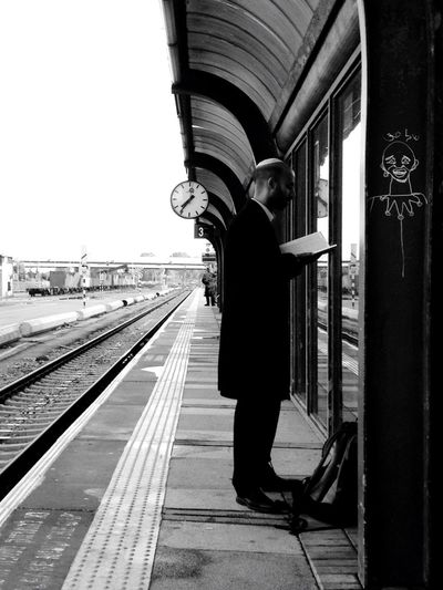 07:40 Mytrainmoments Israel Open Edit Black And White Streetphotography Eyem Best Shots Vanishing Point EyeEm Best Shots Eye4photography  My Daily Commute Mydtrainmoments