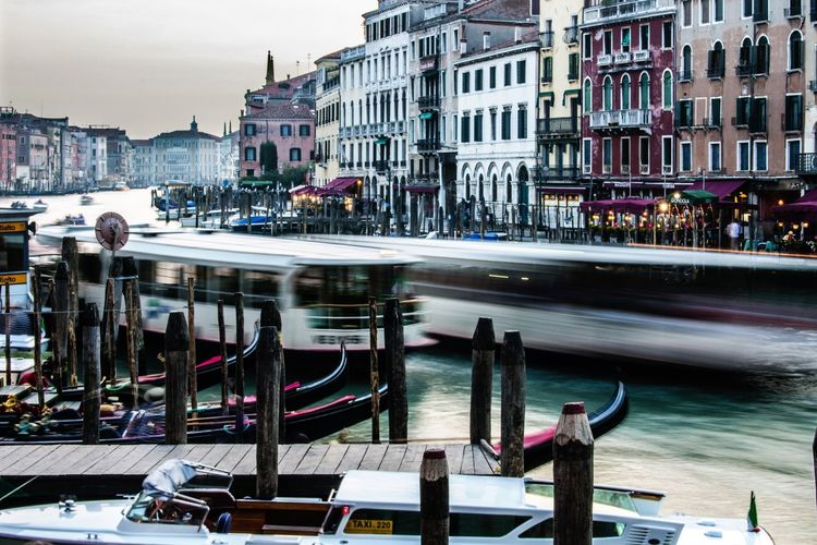 Venice on the move. Italy Italian Italia Venice Venice, Italy Venice Canals Enjoying Life Hello World Urbexexplorer Urbexphotography Urbex Urban Lifestyle Urbanphotography Urbanexploration Magic City Amazing Architecture Architecture Architectural Detail Amazing View Amazing Place Colors Colorful Romantic Romance Love