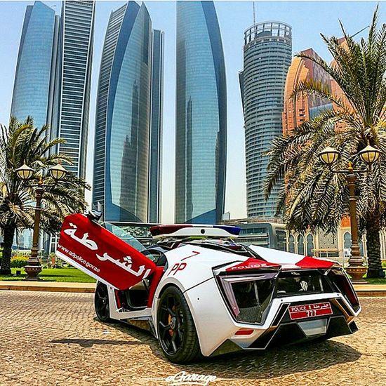 Dubai livin..... Dubai Mostamazingplaceonearth Burjalarabdubai Burjkhalifa middleeast arabemirates