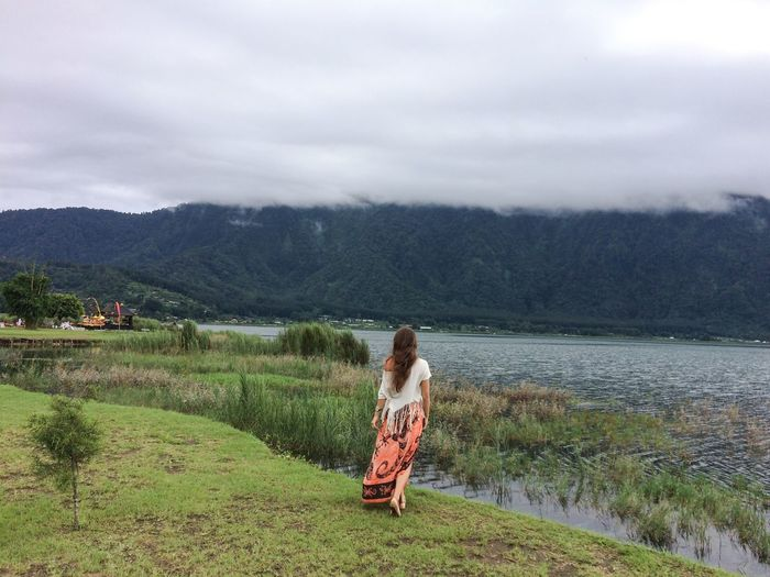 Beautiful Nature Beauty In Nature Enjoying Life Fog Grass Green Color Idyllic Lake Lake View Lakeshore Lakeside Landscape Mist Misty Morning Mountain View Mountains Hidden Gems  Scenics Spectacular Tranquil Scene Tranquility Traveling Walking Alone... Water Young Women