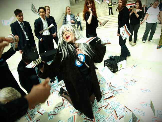 BP Oily cashmob performance protest flashmob at the British Museum. Who are part financed by BP. 14-05-2017 BP BP Or Not Bp British Museum Flashmob London London News News Olympus Performance Protest Photo Journalism Photojournalism Steve Merrick Stevesevilempire Zuiko