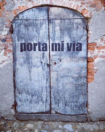 """Portami via (a joke, literally """"door me away"""" since in italian """"portare"""" is """"to take"""") Door Weathered Architecture Closed Wood - Material No People Ricettodicandelo Ricetto Di Candelo  Joke Doorcollection Doorcollector"""