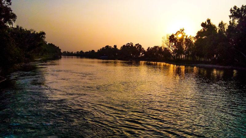 Capturing light at Headbombwala Dask Pakistan Canal Canalview Sunset Light And Shadow Shadows Amazing View Amazingsunset AmazingShot Nature Visitpakistan Pakistan Eyemphotography EyeEm Best Shots Photography Sony XPERIA Sony Xperia
