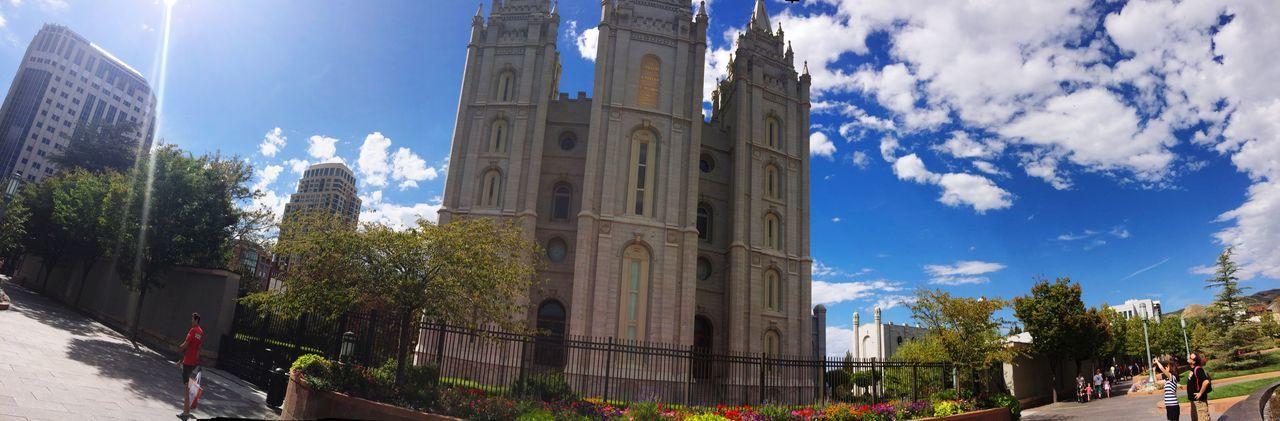 Não sempre precisamos um ponto certo das coisas as vezes é só olhar pra os lados mais que nada ;) Getting Inspired Great Performance Utahgram Utah Colors Places Historical Building Sunshine Blue Sky