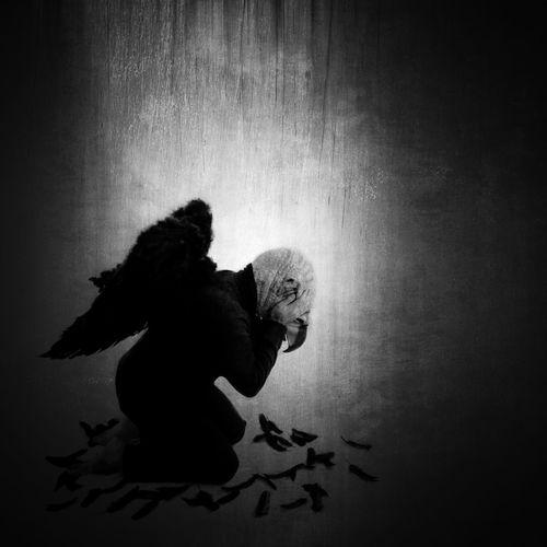 Fallen... Darkart Conceptual Noir Blackandwhite Surrealism EyeEm Bnw Fantasy Edits
