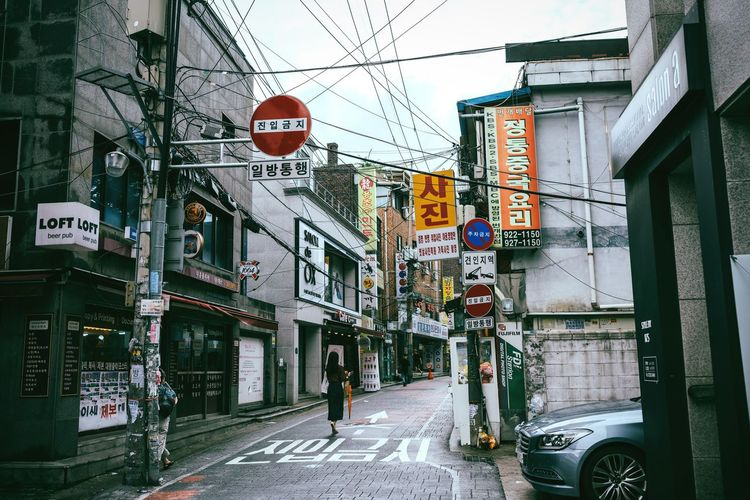 Backstreet Text Building Exterior Architecture Communication Built Structure City Street Transportation Outdoors Cable Road Sign Neon Narrow Street Seoul South Korea Korea Anam Cyberpunk Backstreet Asian Culture Lifestyles Chaos Messy Chaotic City Modern Life