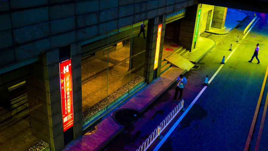 从南走到北,从白走到黑,街头一相过,不问是阿谁。 street Night City High Angle View Street People Walking