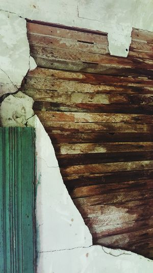 Layers Layer Layers And Textures Layering Wood Plank Plaster Old House Old Old Buildings Layered Abandoned Abandoned Places Abandoned Buildings Abandoned House Teal Wanderlust Exploring Exploring New Ground Saturday Abandon_seekers Vintage Antique Crown Molding Wooden Texture