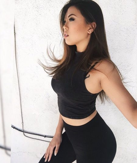 """""""Run through my veins, I don't really want to feel any thing, trying to escape..."""" - N.H. Young Women Taking Photos Beautiful Woman Fitness Babe Asian  Model Candid"""