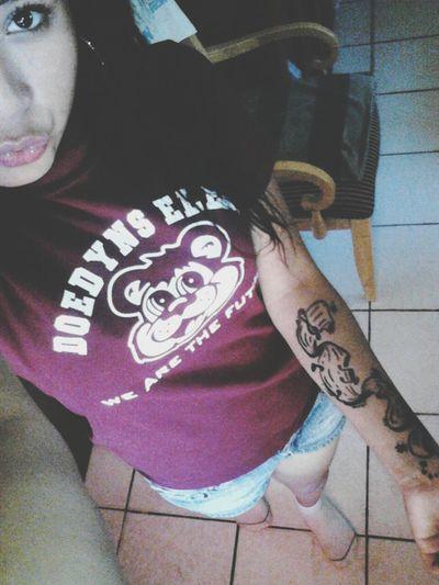 estar tatuada, de todo el cuerpo es la moda,no un pasatiempo, nos encanta andar bien grifotas,volando y rebotando,con cada rocha.88<3