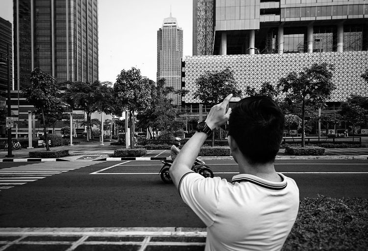 Capturing the City City One Person Architecture Outdoors People Adult Modern Sky Day Human Hand EyeEmNewHere Market Lifestyles Travel Destinations Downtown District One Man Only Adapted To The City Portrait Black Background Blackandwhitephotography Blackandwhitephoto City View  Cityscape Citytrip