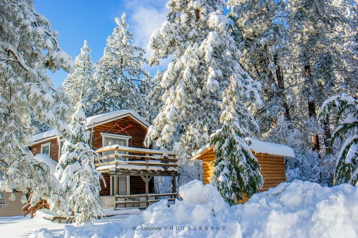 Gorgeous cabin in the mountains of Big Bear, California after El Niño dumped several feet of snow on this area. Snow Bigbear bigbearCalifornia Bigbear California California California Snow ❄ snowscape First Eyeem Photo