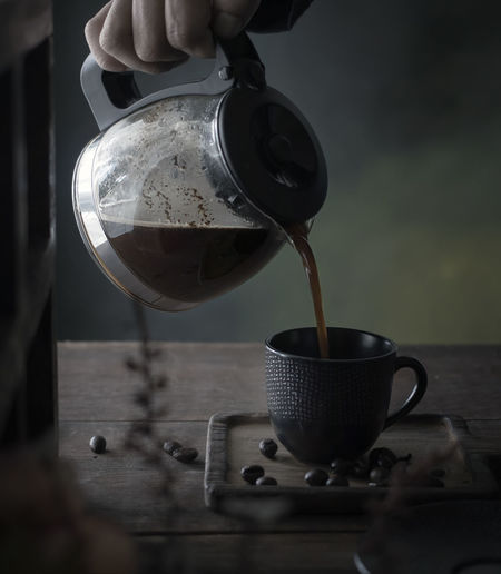 Coffee - Food and Drink Photo Collections Coffee Coffee At Home Coffee Shop Coffee Time Coffee ☕ Food And Drink Lifestyle Pouring Body Part Coffee - Drink Coffee Bean Coffee Break Coffee Cup Coffee Pot Coffeelover Coffeetime Drink Drinking Drinking Glass Hand Lifestyles Table