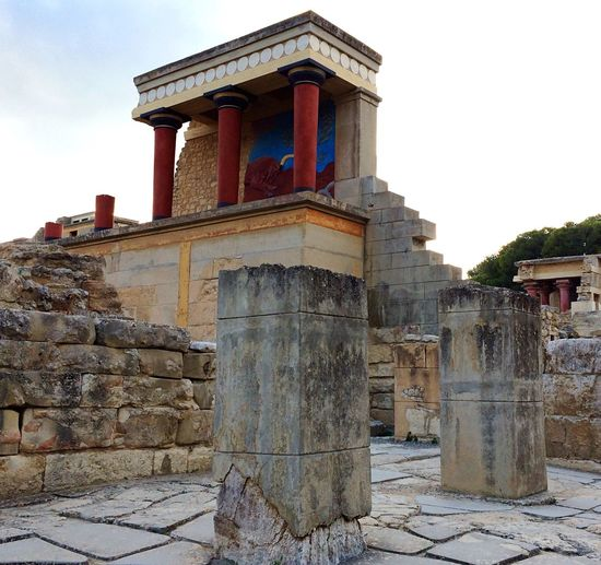 Architecture Built Structure No People Outdoors Low Angle View Travel Photography Travel Destinations Greece Evening Knossos Bull Fresco Columns And Pillars Reconstruction Minoan