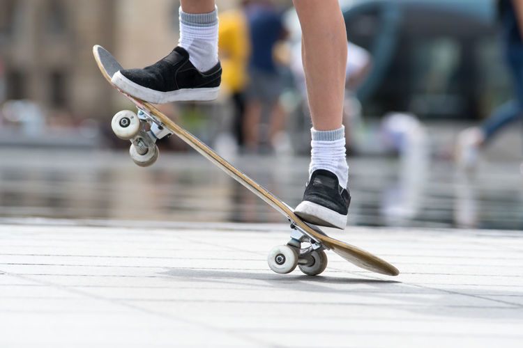 People Motion Real People Men City Sport Day Outdoors Skateboard Balance Skill  Lifestyles Body Part Human Foot Leisure Activity Focus On Foreground Human Leg Low Section Human Body Part Human Limb Sports Equipment Hoffi99 Skate Photography: Same Tricks, New Perspectives Skill  Limb 17.62°