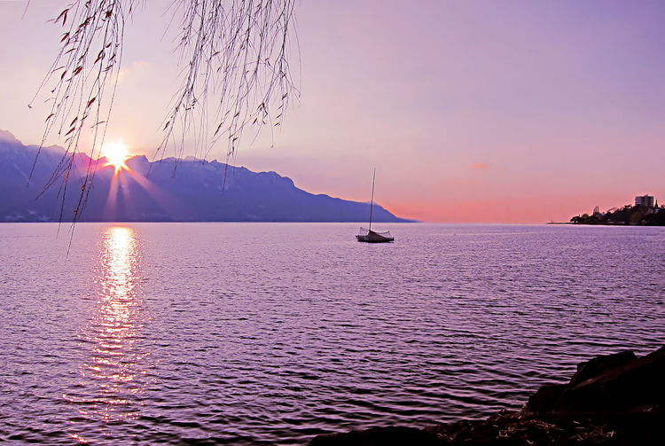 Beautiful sunset, with sun rays, over Lake Geneva and the city of Montreux, in Switzerland Dramatic Sky Light Montreux Nature Orange Red Sun Star Sunlight Tranquility Dusk Evening Lake Lake Geneva Magestic Mountain Outdoors Purple Rays Of Sunshine Serene Sun Sunbeam Sunset
