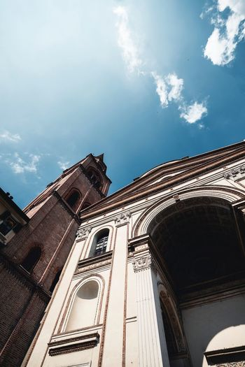 Basilica Di Sant'Andrea Mantova Italy Sky Built Structure Architecture Low Angle View Cloud - Sky Building Exterior Nature Place Of Worship The Past Travel Destinations Day History Sunlight Building No People Old Outdoors Religion Travel Tourism