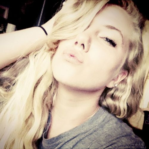 It's funny when I try to be a model. Lol @myself LOL Trynnabeamodel Ew Sepia kisses notworkinouttoowell derp imsofunny modelstatus notreally blondie boredom saveme idoitfortheratchets taha okay im done now ✌