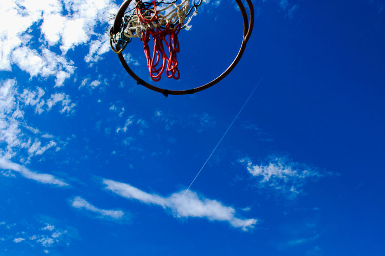 hoop dreams Costa Rica Heredia, Costa Rica Barva Walking Around Walking Around Taking Pictures Outdoors Streetphotography Sky Chemtrail Plane Basketball Blue Sky Morning Athlete Extreme Sports Competitive Sport Sportsman Pedal Competition Sport Bicycle Stunt Blue The Great Outdoors - 2018 EyeEm Awards