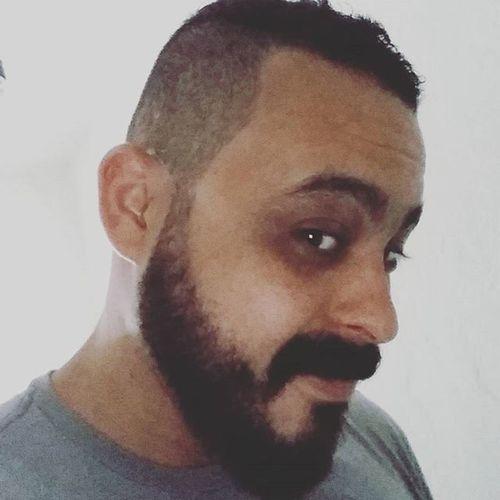 Aê! Porque moicano + barba não pode ficar na mão de qualquer um. We made it! Because man's hair and beard can't be still cared with anyone. Selfie Bearded Beardedmen Headcut Moican 💪😛