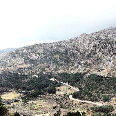 Acostumbrado a circular por Autovia , hoy he vuelto a Conducir de Verdad . Una experiencia cruzar la Sierra de Gredos , el Viaje merece la pena por saludar a un viejo amigo y por traer el Wineuptour a El Barco de Avila .