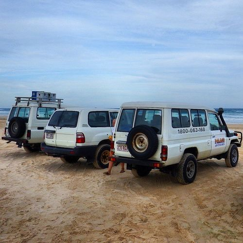 Driving on the largest sand island in the world Fraserisland 4x4 TagAlong PalaceAdventures ThisIsQueensland Australia Travelling RTW ChasingTheWorld LifesABeach