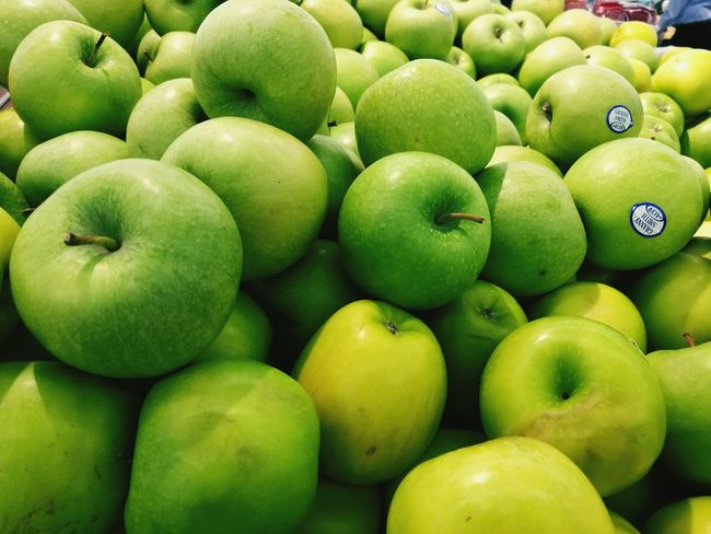 Freshness Green Color Food And Drink Healthy Eating Green Apples  Large Group Of Objects Close-up Fruit Beauty In Nature Togetherness Bunch Indoors  Retail  Applesauce  Freshness Food And Drink Market