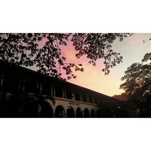 We all deserve a good life Vscocam VSCO Vscophile VSCOPH Scenery Twilight Historicbuilding Sky Mood