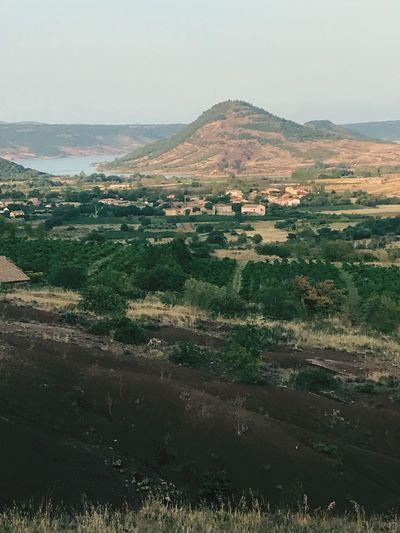 Magnifique spectacle l'occitanie et l'arrière pays clermontais sont à couper le souffle 😊 Beauty In Nature Outdoors Mountain Range Occitanie France Colorado Foret