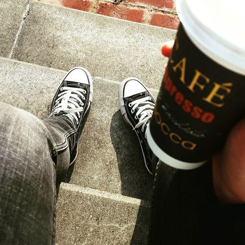 Coffee Sitting Outside Enjoying The Sun University Life Campus Life Nichtohnemeinenkaffee Chucks Lernerei Learning Break Kaffee Lernpause Unileben  Campusleben Cafe Espresso Mocca