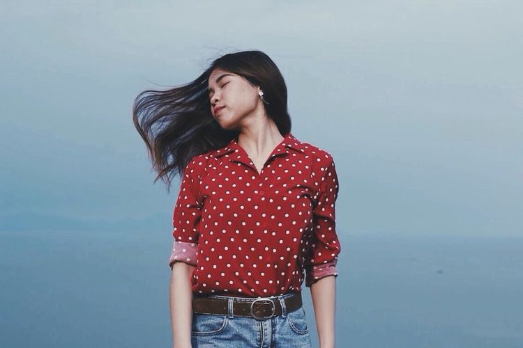 Feel the wind. Red One Person Brown Hair Long Hair Beautiful Woman Standing Wind Feelthewind Seaandmountains Sea And Sky Sea Mountain First Eyeem Photo Classical Style