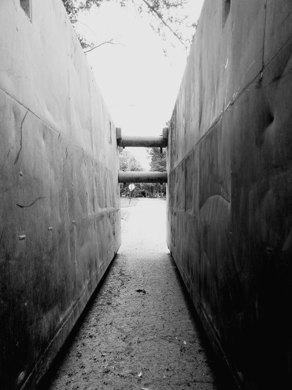 the way forward, diminishing perspective, built structure, no people, day, alley, architecture, outdoors, walkway