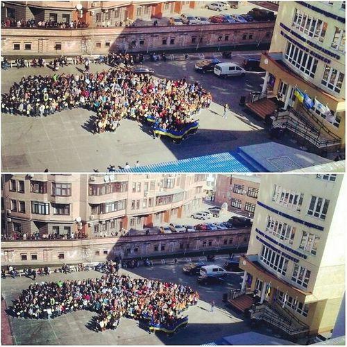 Ось такий чудовий флешмоб організували студенти кнукім в підтримку акції єдинаукраїна Я пишаюся своїм університетом! Я пишаюся своєю країною! Українаєдинакраїна