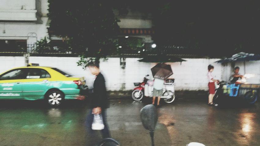 On a rainy night Bangkok Streetphotography Streetphotography Mobilephotography Sidewalk Bangkok City Life Nightphotography Open Edit Bangkok Thailand Way Of Life capturing motion
